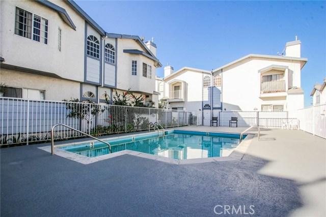 9076 Willis Avenue, Panorama City CA: http://media.crmls.org/mediascn/20770894-7c12-478e-a30f-e567fc3896fa.jpg
