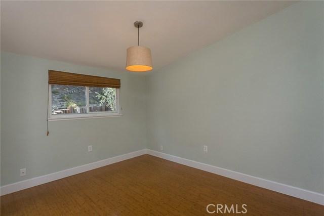 869 Yorkshire Avenue, Thousand Oaks CA: http://media.crmls.org/mediascn/20833542-ff28-49f7-b102-acbd5f02cbf3.jpg