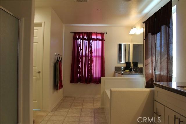 43942 Windrose Place, Lancaster CA: http://media.crmls.org/mediascn/20a2c04c-9960-4d1c-ac61-9574434635a0.jpg