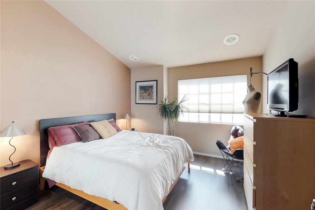 7109 Farralone Avenue, Canoga Park CA: http://media.crmls.org/mediascn/20b80460-a9fd-4730-83d7-b1bf3c2e1973.jpg
