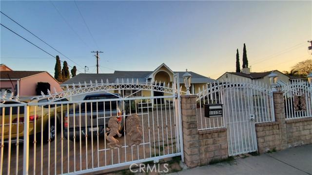 11154 Archwood Street, North Hollywood CA: http://media.crmls.org/mediascn/20caa818-e1aa-41b4-8b70-c48f1e49aba6.jpg