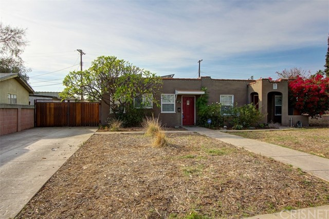 Single Family Home for Sale at 8011 Lloyd Avenue 8011 Lloyd Avenue North Hollywood, California 91605 United States
