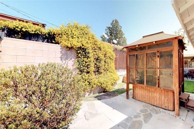 11725 Balboa Boulevard, Granada Hills CA: http://media.crmls.org/mediascn/20f2380a-935a-4d8f-85f7-60ade33ee217.jpg
