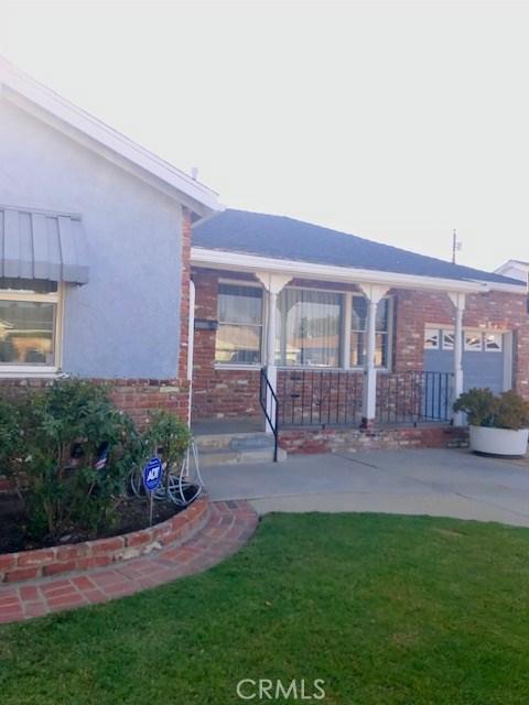 6857 Quakertown Avenue, Winnetka CA: http://media.crmls.org/mediascn/20faa423-d356-48d4-9d5b-3c4a356409e4.jpg