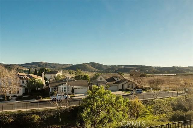 14690 Corkwood Drive, Moorpark CA: http://media.crmls.org/mediascn/21411fa6-7468-44e6-b59b-0407fa90eda1.jpg