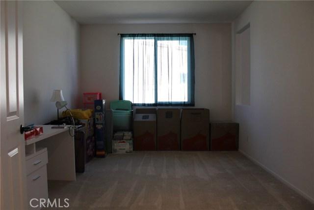 43942 Windrose Place, Lancaster CA: http://media.crmls.org/mediascn/21e3f227-0341-4667-8f52-56acd040a0e1.jpg