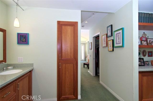 4419 Da Vinci Avenue, Woodland Hills CA: http://media.crmls.org/mediascn/21e845df-a3bb-44f0-ae36-5b40c5c4c840.jpg