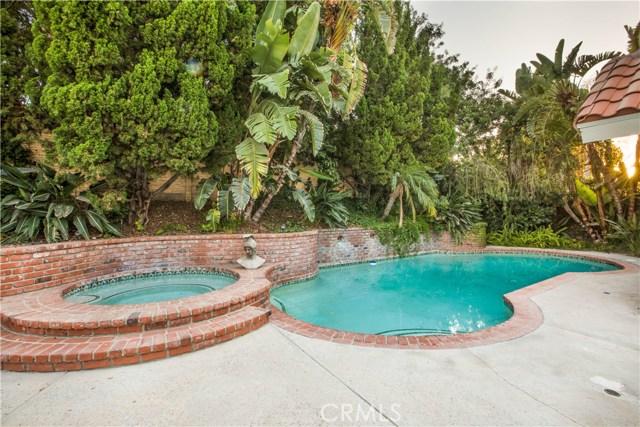 4486 Winnetka Avenue, Woodland Hills CA: http://media.crmls.org/mediascn/2205bec1-5c84-45d1-83c6-969250a33d39.jpg