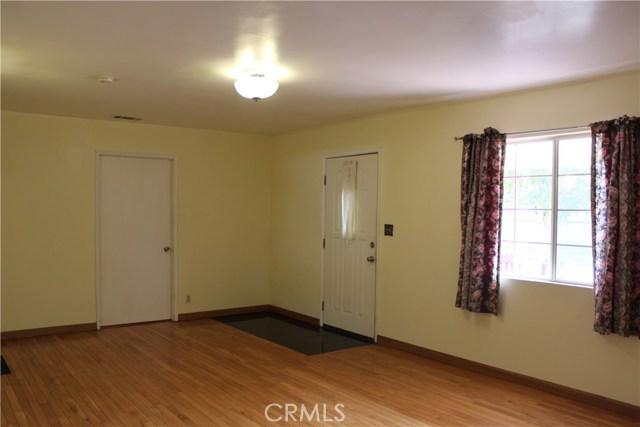 10502 White Oak Avenue, Granada Hills CA: http://media.crmls.org/mediascn/220eee59-2bec-4421-963f-1c6d40a559a0.jpg