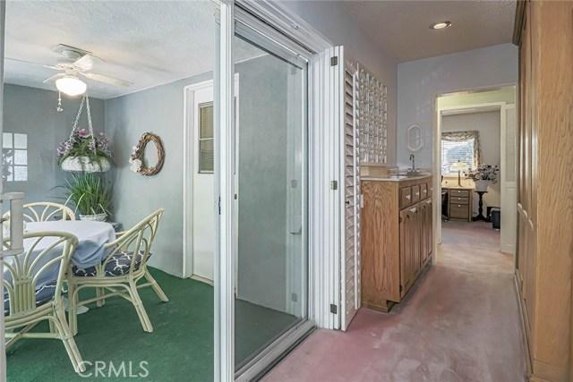 20431 Germain Street, Chatsworth CA: http://media.crmls.org/mediascn/22400de1-49b7-4161-b568-469dab850ebe.jpg