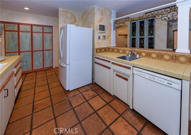 4870 San Feliciano Drive, Woodland Hills CA: http://media.crmls.org/mediascn/224795d0-6d31-4e04-b0d0-f35f7fd4cd73.jpg