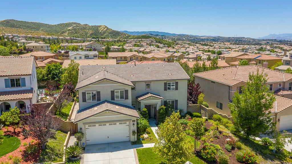 16942 White Pine Way, Canyon Country CA: http://media.crmls.org/mediascn/226b2b55-1fd4-4cfc-9263-54a215615083.jpg