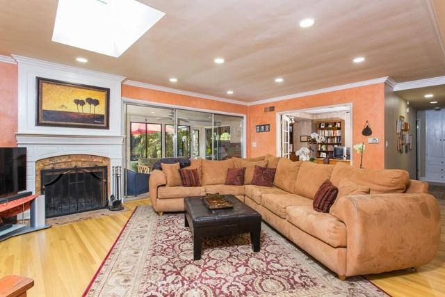 14331 Killion Street, Sherman Oaks CA: http://media.crmls.org/mediascn/22a73fdd-9a39-4a3c-a446-f4046cbfa654.jpg