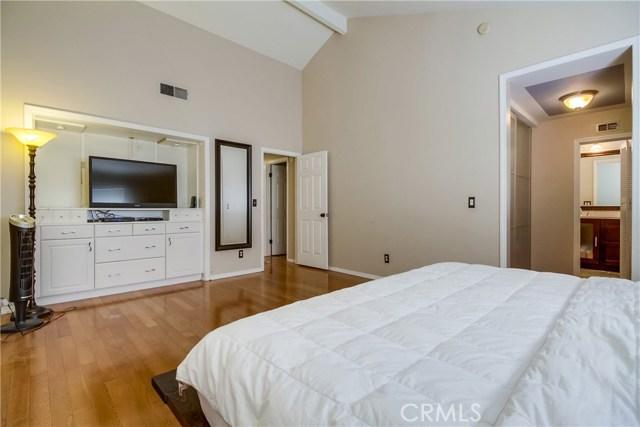 17241 Roscoe Boulevard, Northridge CA: http://media.crmls.org/mediascn/22c45615-7b11-448d-8ab5-91057ed70819.jpg