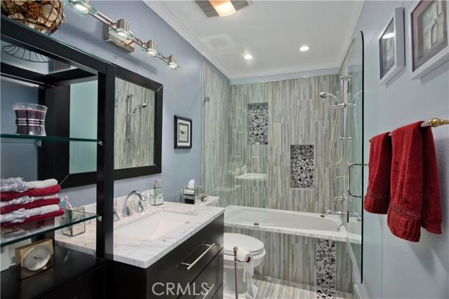 22350 Germain Street, Chatsworth CA: http://media.crmls.org/mediascn/234ba47f-88b0-47b8-85f7-c7906d5de278.jpg