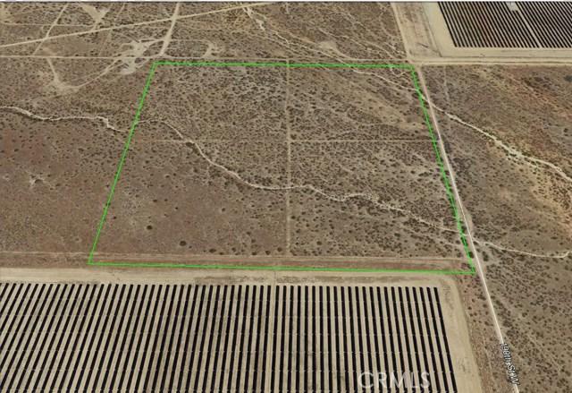 19000 W Patterson Road, Rosamond CA: http://media.crmls.org/mediascn/23a78979-590e-4706-abbf-0bea1d27acd4.jpg