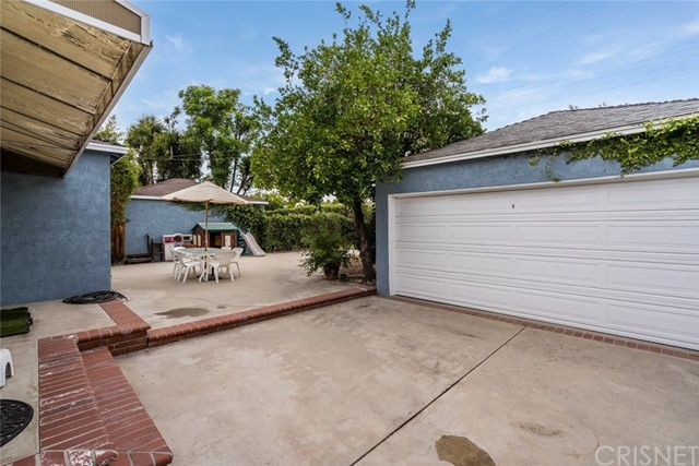6550 Mclennan Avenue, Lake Balboa CA: http://media.crmls.org/mediascn/23b0b7a0-ecc9-42dd-95f7-4349eefba44c.jpg