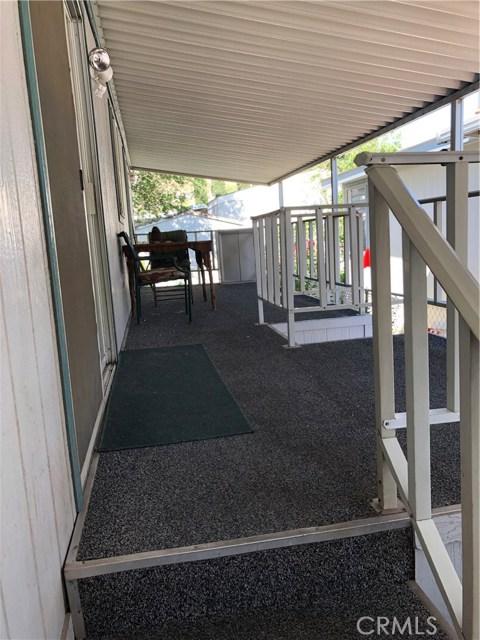 29021 Bouquet Canyon Rd, Canyon Country CA: http://media.crmls.org/mediascn/23bb940b-cf20-4fee-a655-d2b7ff112183.jpg
