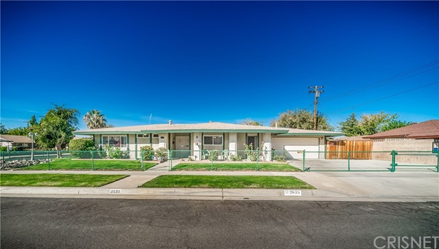 2635 E Avenue R1, Palmdale CA: http://media.crmls.org/mediascn/23c97383-41a1-4376-b59e-d3334e874c67.jpg