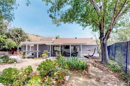 16922 Canvas Street, Canyon Country CA: http://media.crmls.org/mediascn/247e946e-3556-486e-a777-c973ea096a8f.jpg