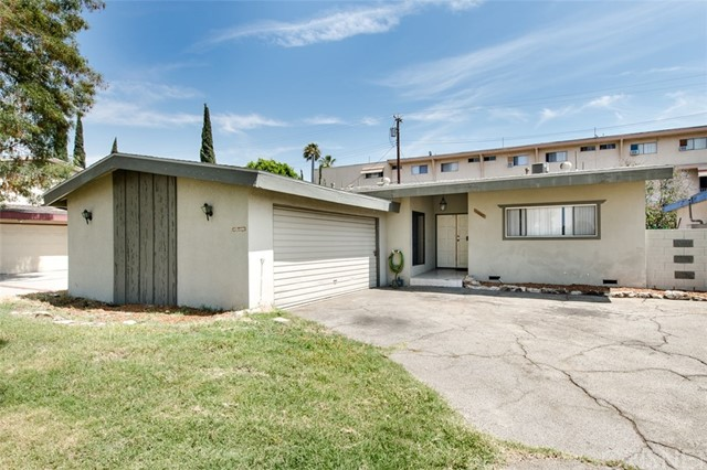 6840 Van Noord Avenue, North Hollywood CA: http://media.crmls.org/mediascn/24cca414-eade-43a4-ba1f-02af8a421a19.jpg