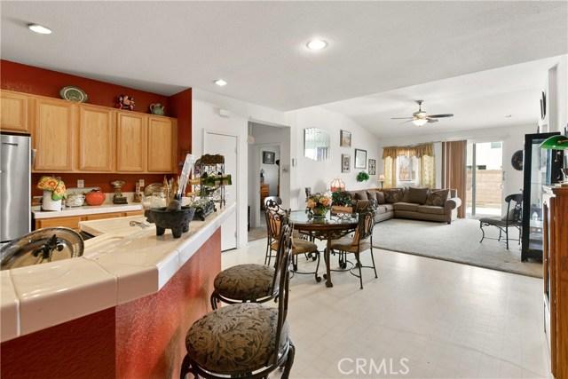 2829 E Avenue J4, Lancaster CA: http://media.crmls.org/mediascn/251d8d15-4127-48a2-8a68-5051d0be63b2.jpg