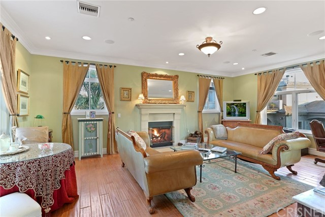 2737 Beacontree Lane, Calabasas CA: http://media.crmls.org/mediascn/251e6714-fb51-4150-9be9-ed3119b12cd7.jpg