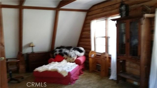 1901 Bernina Drive, Pine Mtn Club CA: http://media.crmls.org/mediascn/25c3d342-5515-4fdb-b3d5-3a1b9f8e4755.jpg