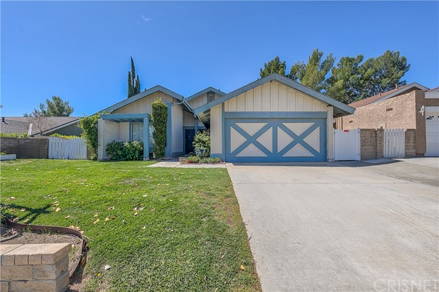 Detail Gallery Image 1 of 32 For 23112 Magnolia Glen Dr, Valencia,  CA 91354 - 4 Beds | 2 Baths