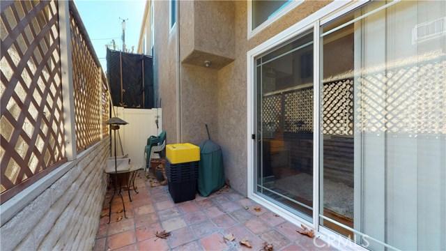 11912 Riverside Drive, Valley Village CA: http://media.crmls.org/mediascn/2626c203-c093-4947-8b13-26eec02a9912.jpg