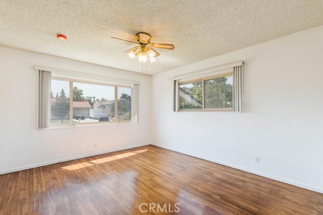 10920 Garden Grove Avenue, Northridge CA: http://media.crmls.org/mediascn/26561a81-f1f6-4326-9735-b2f014d6f9f4.jpg