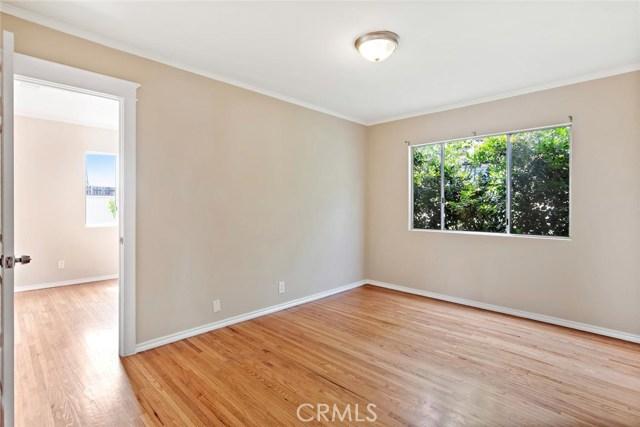 721 N Orange Grove Avenue, Los Angeles CA: http://media.crmls.org/mediascn/26665bdd-dda4-40a7-9366-ae558569ca33.jpg