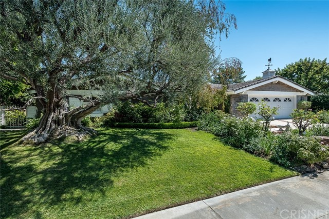 Additional photo for property listing at 19660  Greenbriar Drive 19660  Greenbriar Drive Tarzana, California 91356 United States