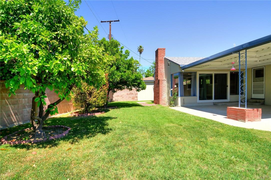 6531 Hanna Avenue, Woodland Hills CA: http://media.crmls.org/mediascn/26942ddb-4b10-4f3a-83f8-9af7caa308f9.jpg