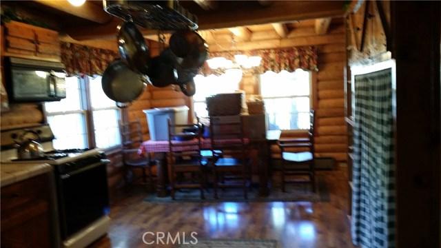 1901 Bernina Drive, Pine Mtn Club CA: http://media.crmls.org/mediascn/26a8b874-ecf4-4534-9399-8db072d11a80.jpg