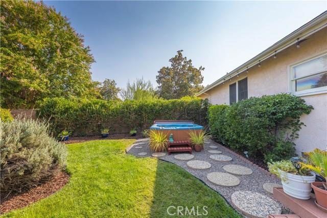 19531 Calvert Street, Tarzana CA: http://media.crmls.org/mediascn/26a91237-7545-44e4-a662-ffa5ff35a5eb.jpg