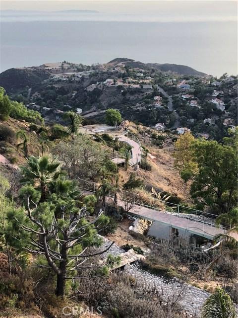 333 Moonrise Drive, Malibu CA: http://media.crmls.org/mediascn/271df5e7-5466-4640-831f-1e56a417de00.jpg