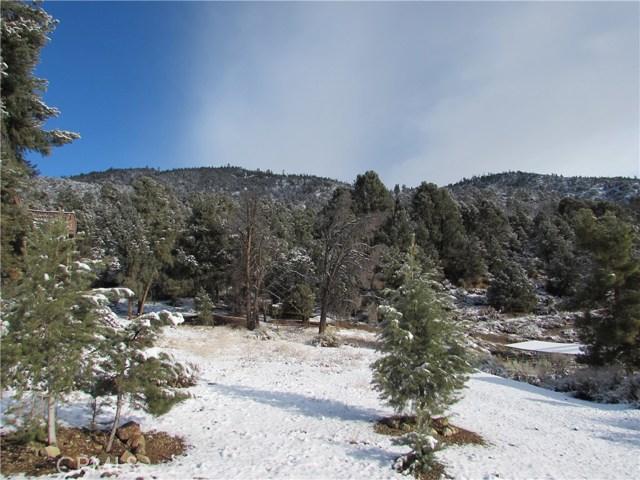 16401 Grizzly, Pine Mtn Club CA: http://media.crmls.org/mediascn/2823d871-7f98-4826-8ef4-f5af51bf2eea.jpg