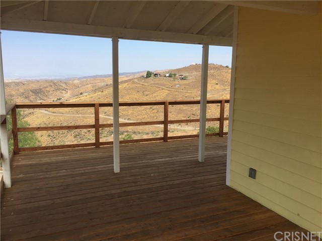 30658 Tick Canyon Road, Canyon Country CA: http://media.crmls.org/mediascn/283cc729-4cf4-4abc-8c1f-a860236ddc73.jpg