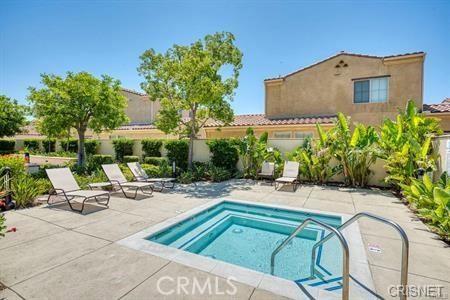 11514 Cararra Lane, Porter Ranch CA: http://media.crmls.org/mediascn/285048ff-d680-4925-96f9-0a7cb028821b.jpg