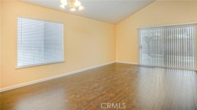 44919 Fenhold Street, Lancaster CA: http://media.crmls.org/mediascn/285a488d-7a66-41f0-88ba-75a124677ec5.jpg
