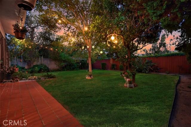 5825 Lemona Avenue, Sherman Oaks CA: http://media.crmls.org/mediascn/2891ce27-1ca2-47d1-bca1-096ddaf32acd.jpg