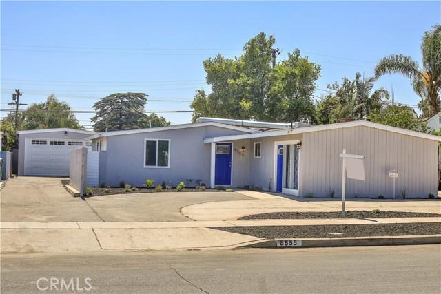 Casa Unifamiliar por un Venta en 8555 Snowden Avenue Arleta, California 91331 Estados Unidos