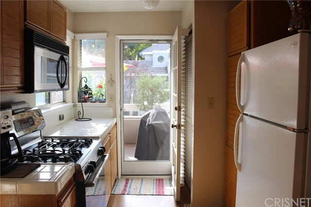 23963 Arroyo Park Drive, Valencia CA: http://media.crmls.org/mediascn/28b170ac-d734-4e44-aeea-fdb2ca6e0653.jpg