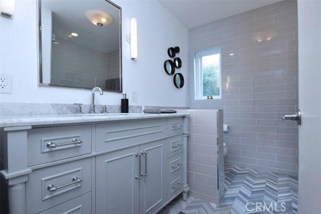 5320 Willis Avenue, Sherman Oaks CA: http://media.crmls.org/mediascn/28d22aea-2b57-492a-b400-a22a15ea87f0.jpg