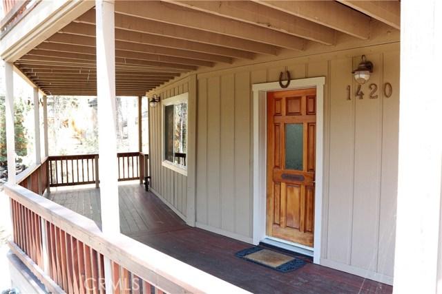 1420 Bernina Drive, Pine Mtn Club CA: http://media.crmls.org/mediascn/28d94d9e-ce45-4818-8e22-76388203a82d.jpg