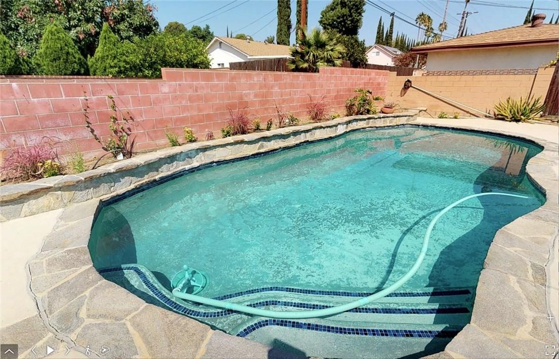 11725 Balboa Boulevard, Granada Hills CA: http://media.crmls.org/mediascn/29681ed7-f3cd-40c3-af97-259012d01f8f.jpg