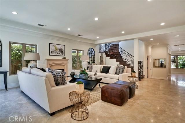 22137 Avenue San Luis, Woodland Hills CA: http://media.crmls.org/mediascn/29750cc7-7da3-47cd-8ce5-1356a15f1bf5.jpg