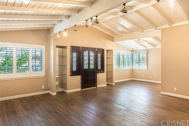 Additional photo for property listing at 934 N Orchard Drive  Burbank, California 91506 United States