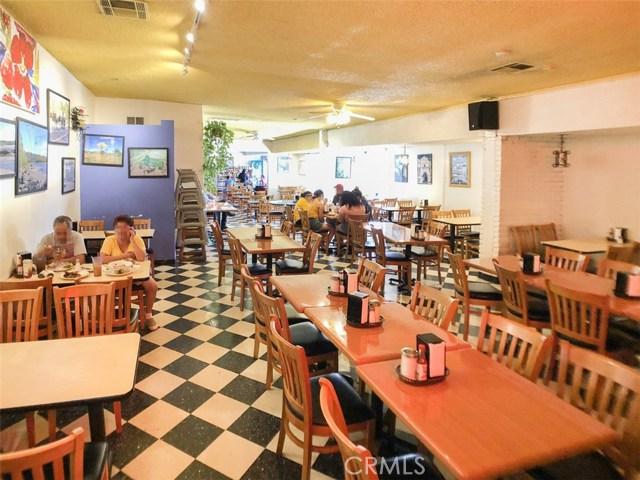 14051 Sherman Way, Van Nuys CA: http://media.crmls.org/mediascn/2a394fa3-07ea-45ee-8a21-a998759b8d5b.jpg